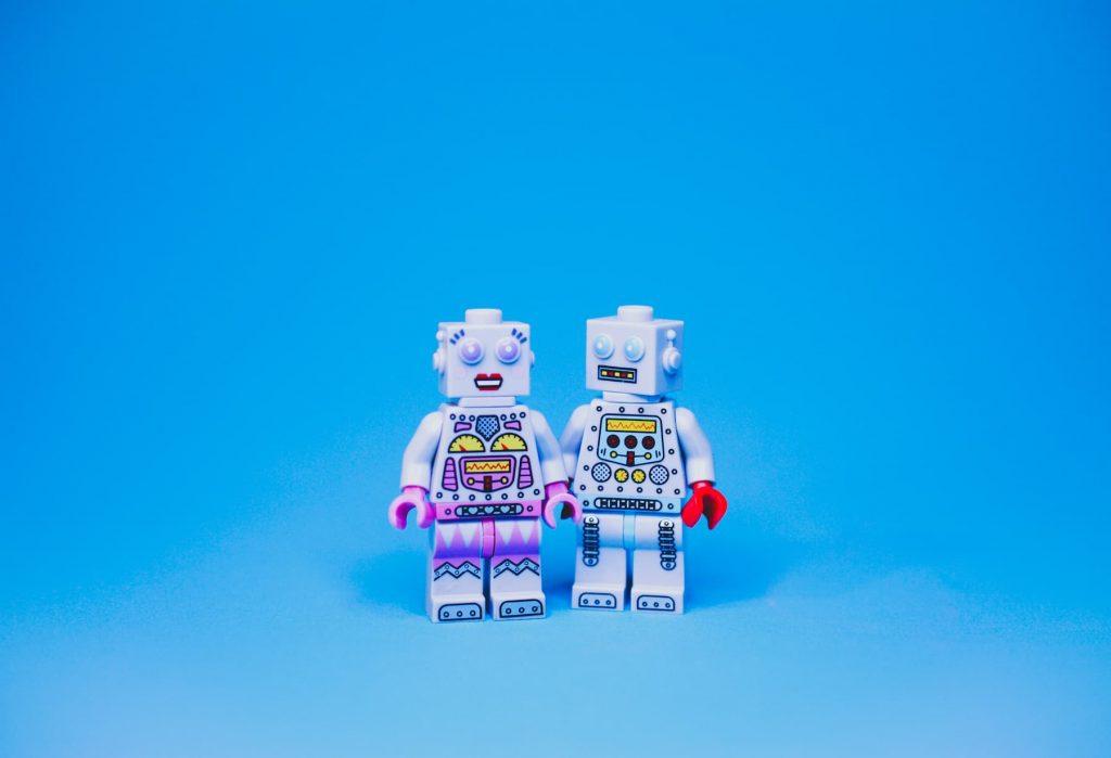 robots de lego uno narra y otro escucha su storytelling